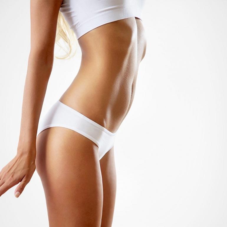 Seno, addome, glutei e braccia: le coordinate del fascino femminile
